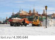 Купить «Уборка снега на улицах города», эксклюзивное фото № 4390644, снято 9 марта 2013 г. (c) Юрий Морозов / Фотобанк Лори