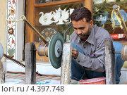 Мастер по обработке мрамора (2013 год). Редакционное фото, фотограф Сергей Аряев / Фотобанк Лори
