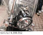 Купить «Обнажённая статуэтка на фаре мотоцикла», эксклюзивное фото № 4398552, снято 22 апреля 2012 г. (c) Алёшина Оксана / Фотобанк Лори