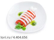 Капрезе на белой тарелке. Стоковое фото, фотограф Vas Pakulov / Фотобанк Лори