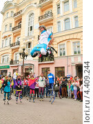 Купить «Джамперы в день мыльных пузырей Dreamflash на Арбате», эксклюзивное фото № 4409244, снято 22 апреля 2012 г. (c) Алёшина Оксана / Фотобанк Лори