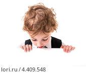 Купить «Мальчик смотрит вниз на пустой плакат», фото № 4409548, снято 2 июня 2012 г. (c) Алексей Сергеев / Фотобанк Лори