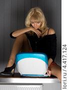 Купить «Девушка сидит в полумраке перед ноутбуком», фото № 4417124, снято 2 апреля 2006 г. (c) Syda Productions / Фотобанк Лори