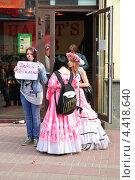 Купить «Девушки на параде мыльных пузырей Dreamflash», эксклюзивное фото № 4418640, снято 22 апреля 2012 г. (c) Алёшина Оксана / Фотобанк Лори