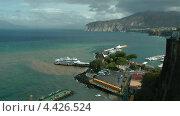 Вид на бухту, морской порт и пляжи Сорренто. Италия (2011 год). Стоковое видео, видеограф Михаил Марков / Фотобанк Лори
