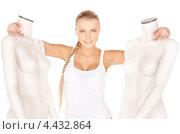Купить «Красивая стройная девушка с русой длинной косой в белом белье с двумя манекенами», фото № 4432864, снято 8 мая 2010 г. (c) Syda Productions / Фотобанк Лори
