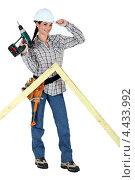 Купить «Девушка-плотник с дрелью», фото № 4433992, снято 3 марта 2011 г. (c) Phovoir Images / Фотобанк Лори