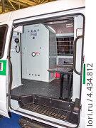 Одиночная камера в автомобиле ФСИН для перевозки заключенных (автозак) (2012 год). Редакционное фото, фотограф Владимир Сергеев / Фотобанк Лори