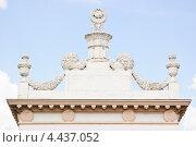 Купить «Вершина арки Южного входа на ВВЦ (ВДНХ)», эксклюзивное фото № 4437052, снято 20 мая 2012 г. (c) Алёшина Оксана / Фотобанк Лори