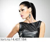Купить «Портрет брюнетки с модным макияжем и в серьгах», фото № 4437184, снято 2 марта 2013 г. (c) Валуа Виталий / Фотобанк Лори