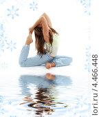 Купить «Девушка - фитнес-инструктор занимается йогой на белом фоне со снежинками», фото № 4466448, снято 17 июня 2007 г. (c) Syda Productions / Фотобанк Лори