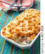 Купить «Форма с запеченной рыбой и картофелем», фото № 4467808, снято 23 мая 2019 г. (c) Food And Drink Photos / Фотобанк Лори