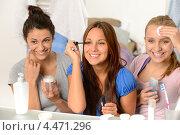 Купить «Три подруги у зеркала», фото № 4471296, снято 8 октября 2012 г. (c) CandyBox Images / Фотобанк Лори