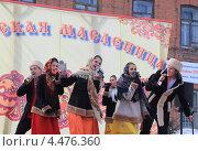 Купить «Исполнение народной песни на Сибирской масленице. Город Ялуторовск», эксклюзивное фото № 4476360, снято 17 марта 2013 г. (c) Анатолий Матвейчук / Фотобанк Лори