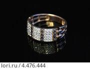 Купить «Золотое кольцо с драгоценными камнями», фото № 4476444, снято 20 марта 2013 г. (c) ElenArt / Фотобанк Лори