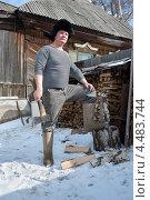 Купить «Мужик с топором во дворе возле поленницы дров», фото № 4483744, снято 6 апреля 2013 г. (c) Типляшина Евгения / Фотобанк Лори