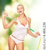 Купить «Соблазнительная стройная девушка измеряет тело сантиметром», фото № 4484236, снято 8 мая 2010 г. (c) Syda Productions / Фотобанк Лори