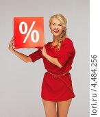 Купить «Соблазнительная молодая женщина со знаком процентов скидки», фото № 4484256, снято 7 октября 2012 г. (c) Syda Productions / Фотобанк Лори