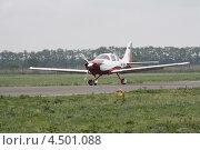 Легкий многоцелевой самолет Cessna Model 400 Corvalis на взлётной полосе (2012 год). Редакционное фото, фотограф Пётр Квашин / Фотобанк Лори