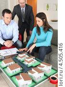 Купить «Супруги в офисе агента по недвижимости», фото № 4505416, снято 21 января 2010 г. (c) Phovoir Images / Фотобанк Лори
