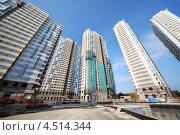 Купить «Строительство домов жилого комплекса на Лосином острове в Москве», фото № 4514344, снято 7 октября 2011 г. (c) Losevsky Pavel / Фотобанк Лори
