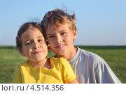 Купить «Брат и сестра на фоне летнего поля», фото № 4514356, снято 25 августа 2011 г. (c) Losevsky Pavel / Фотобанк Лори