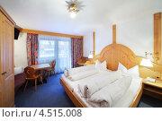 Купить «Номер с двухместной кроватью в отеле. Зельден, Австрия», фото № 4515008, снято 11 февраля 2012 г. (c) Losevsky Pavel / Фотобанк Лори