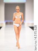 Купить «Девушка в купальнике на подиуме», фото № 4515628, снято 7 сентября 2011 г. (c) Losevsky Pavel / Фотобанк Лори