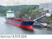 Купить «Большой нефтяной танкер», фото № 4515924, снято 21 июля 2011 г. (c) Losevsky Pavel / Фотобанк Лори