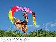 Купить «Женщина с розовыми веерами танцует в поле на фоне голубого неба», фото № 4516016, снято 5 июня 2011 г. (c) Losevsky Pavel / Фотобанк Лори