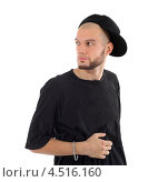 Современный мужчина в чёрной футболке и кепке. Стоковое фото, фотограф Losevsky Pavel / Фотобанк Лори