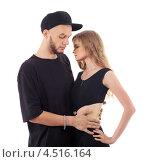 Купить «Мужчина в черной бейсболке и футболке обнимает стройную блондинку», фото № 4516164, снято 13 сентября 2011 г. (c) Losevsky Pavel / Фотобанк Лори