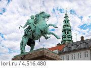 Купить «Памятник епископу Абсалону и башня церкви Святого Николая в Копенгагене, Дания», фото № 4516480, снято 23 июля 2011 г. (c) Losevsky Pavel / Фотобанк Лори