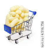 Купить «Кукурузные палочки в продуктовой корзине», фото № 4516756, снято 4 ноября 2011 г. (c) Losevsky Pavel / Фотобанк Лори