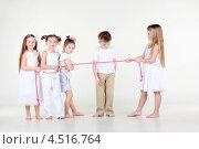 Купить «Мальчик смотрит, как девочки перетягивают веревку», фото № 4516764, снято 29 февраля 2012 г. (c) Losevsky Pavel / Фотобанк Лори