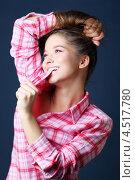 Купить «Счастливая темноволосая девушка в розовой клетчатой рубашке», фото № 4517780, снято 12 ноября 2011 г. (c) Losevsky Pavel / Фотобанк Лори