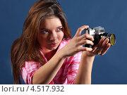 Купить «Девушка с ретро фотоаппаратом на синем фоне», фото № 4517932, снято 12 ноября 2011 г. (c) Losevsky Pavel / Фотобанк Лори