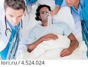 Купить «Мужчине проводят интенсивную терапию», фото № 4524024, снято 3 октября 2009 г. (c) Wavebreak Media / Фотобанк Лори