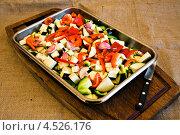 Купить «Противень с нарезанными свежими овощами», фото № 4526176, снято 20 октября 2012 г. (c) Food And Drink Photos / Фотобанк Лори