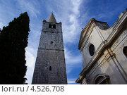 Высокая колокольня и храм, Бале, Хорватия (2012 год). Стоковое фото, фотограф Алексей Иванов / Фотобанк Лори