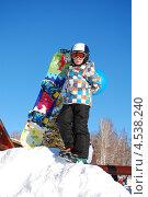 Мальчик со сноубордом (2013 год). Редакционное фото, фотограф Ольга Бережнова / Фотобанк Лори