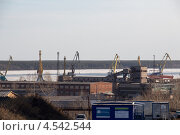 Порт и фабрика (2013 год). Редакционное фото, фотограф Юрий Ермаков / Фотобанк Лори