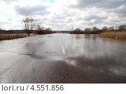 Затопленная дорога.Весенний разлив реки. (2013 год). Стоковое фото, фотограф Елена Блохина / Фотобанк Лори