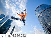 Купить «Молодой человек на роликах в прыжке на фоне неба», фото № 4556032, снято 26 мая 2011 г. (c) Станислав Фридкин / Фотобанк Лори