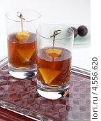 Купить «Два стакана пиммса, алкогольный коктейль», фото № 4556620, снято 21 октября 2018 г. (c) Food And Drink Photos / Фотобанк Лори