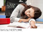 Купить «Уставшая девушка спит на рабочем столе», фото № 4571940, снято 16 июля 2011 г. (c) Syda Productions / Фотобанк Лори
