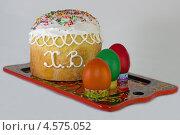 Пасхальные яйца с куличом на подносе (2013 год). Редакционное фото, фотограф Пётр Квашин / Фотобанк Лори