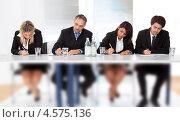 Купить «Бизнесмены делают заметки на конференции», фото № 4575136, снято 22 апреля 2012 г. (c) Андрей Попов / Фотобанк Лори