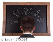 Портрет бизнесмена на фоне черной доски - концепция свежей идеи. Стоковое фото, фотограф Андрей Попов / Фотобанк Лори