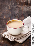 Купить «Чашка кофе на деревянном столе», фото № 4576084, снято 27 апреля 2013 г. (c) Лисовская Наталья / Фотобанк Лори